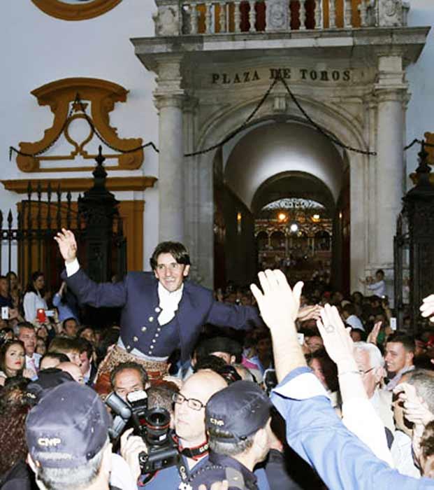 Diego Ventura, por décima vez hoy por la Puerta del Príncipe. (FOTO: Arjona/lamaestranza.es)