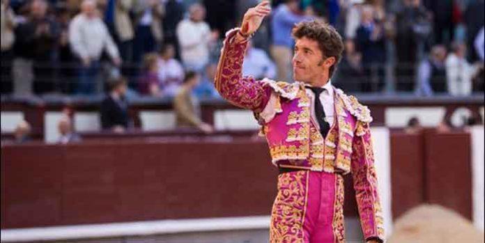 Manuel Escibano, saludando la ovación hoy en Madrid. (FOTO: las-ventas.com)