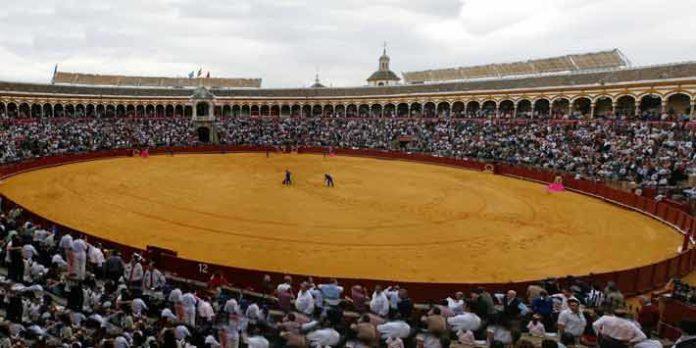 Aspecto de la Maestranza llena cada día de Feria, foto ya del pasado.
