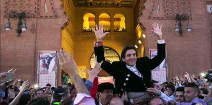 El sevillano Diego Ventura, a hombros hoy en Madrid. (FOTO: las-ventas.com)