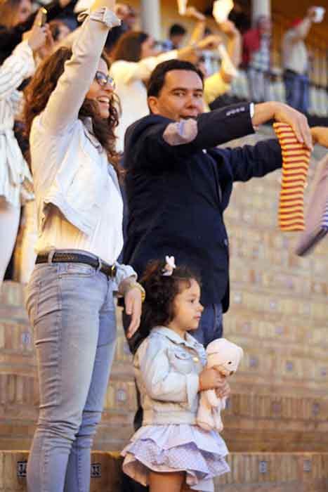 El gotógrafo Gallardo de BADAJOZ TAURINA y su familia, con Miguel A. Silva.