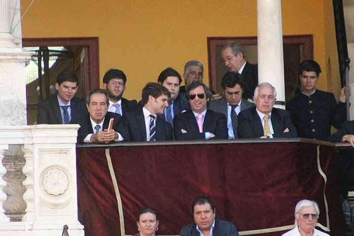 Escuela de Sevilla y Tertulia Universitaria, en el palco maestrante.