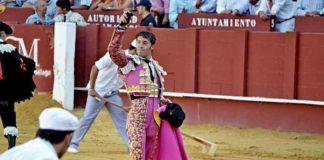 Manuel Escribano, con la oreja ganada hoy en Málaga.