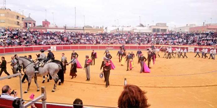 El paseíllo del festival de La Puebla del Río el pasado sábado.