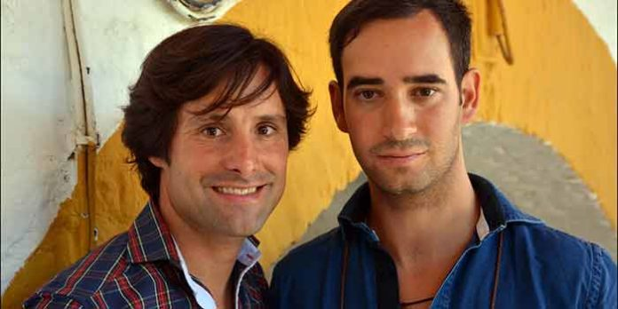 El rejoneador Andrés Romero y el taurino sevillano Jorge Cutiño. (FOTO: Arizmendi)