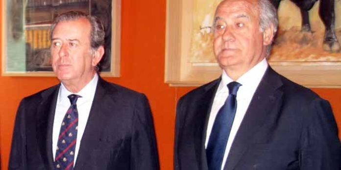 El teniente hermano mayor de la Maestranza, Javier Benjumea, y el empresario de la plaza, Ramón Valencia.