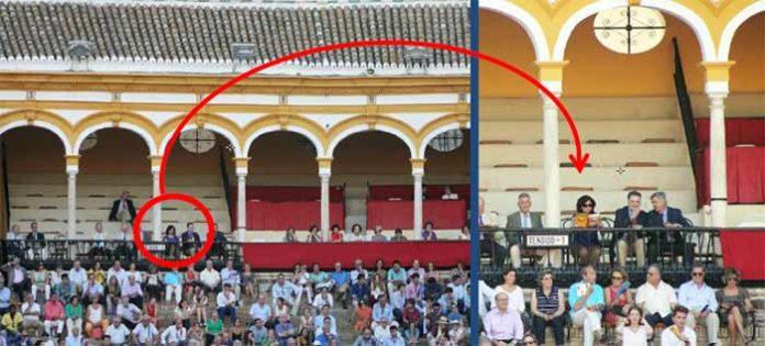 En la pasada Feria de San Miguel se pudo ver la histórica imagen de una mujer (ahora ya 'dama maestrante') ocupando asiento en la zona del palco reservada sólo a hombres. (FOTO: Javier Martínez)