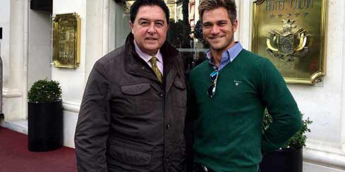 Tomás Campuzano junto a Julio Benítez 'El Cordobés'.