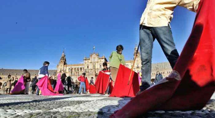 Taller de toreo de salón en la Plaza de España.