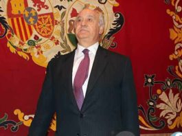 Ramón Valencia, presentando hoy los carteles. (FOTO: Pagés)