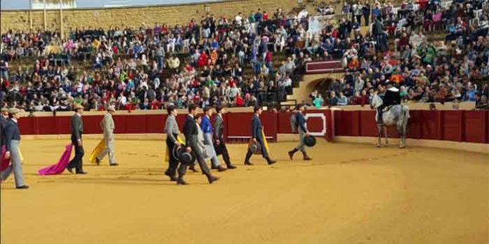 El paseíllo de la becerrada que ha abierto hoy viernes la Feria de Osuna.