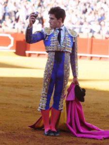 Oreja para Álvaro Lorenzo hoy en la Maestranza. (FOTO: Arjona)