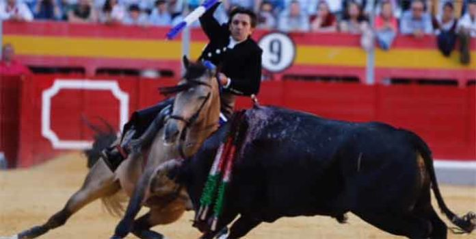 Espectacular quiebro de Ventura esta tarde de domingo en Granada.