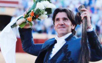 Diego Ventura con el rabo ganado hoy diomingo en Osuna.