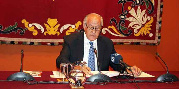 El empresario Ramón Valencia, durante la rueda de prensa hoy lunes. (FOTOS: Arjona)