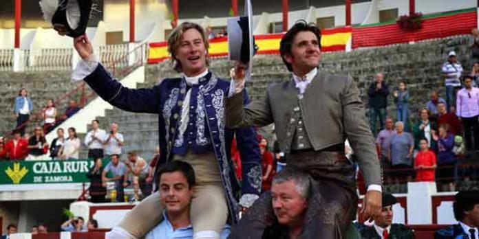 Salida a hombros de Diego Ventura hoy domingo en Zamora, junto a Rui Fernandes.