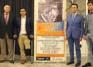 Algunos componentes del fallido festival del 12 de octubre junto a José Manuel Soto y el empresario Ramón Valencia.