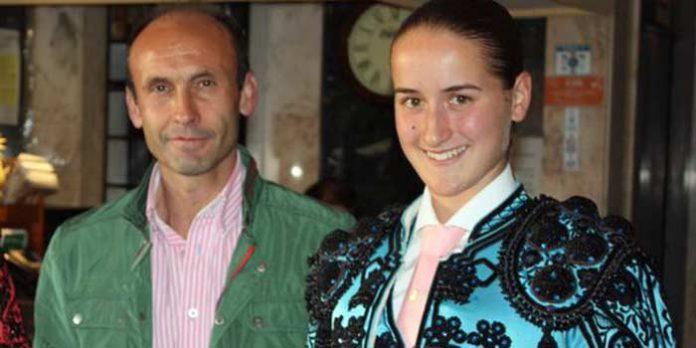 El sevillano Ecijano II y la novillera cordobesa Rocío Romero.