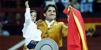 Diego Ventura celebra con su hijo en Jaén el final de una temporada espectacular.