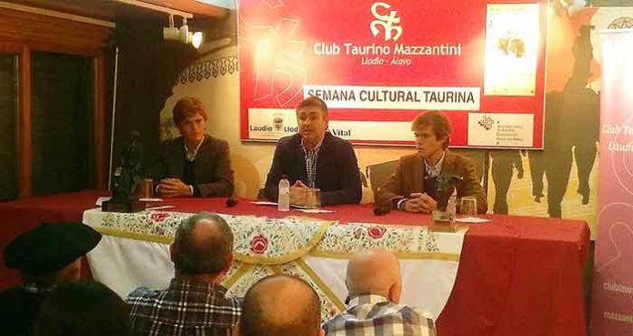 Los hermanos Borja y Javier Jiménez en la charla celebrada e Llodio (Álava).