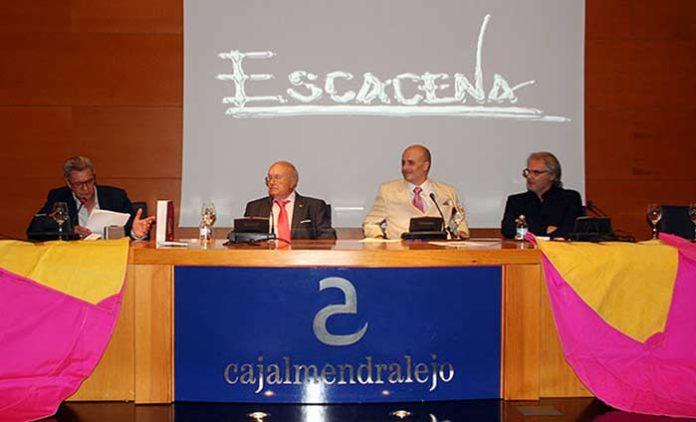 El pintor taurino sevillano Pedro Escacena asistió al acto. (FOTO: Alfonso Plano)