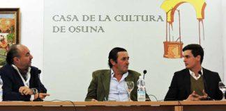 Juan Belmonte. el torero David Galván y el ganadero Julio de la Puerta, durante el acto en Osuna.
