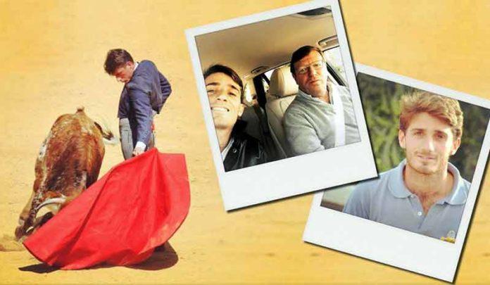 El novillero sevillano Alfonso Cadaval toreando y un selfie con su padre, el humorista César Cadaval (Los Morancos).