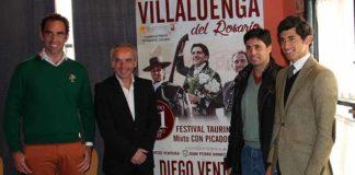El sevillano Salvador Cortés, a la izquierda, ha acudido a la presentación del festival en Villaluenga.