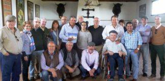 Miembros de la Unión Taurina de Abonados de Sevilla, en la visita a la ganadería de Cuadri.