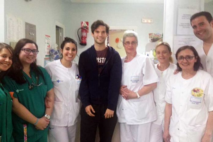 Curro Durán se ha querido despedir del equipo médico que le ha atendido en Salamanca durante esta semana.