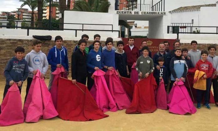 Los alumnos de la Escuela de Sevilla, en la nueva sede de la Venta de Antequera.