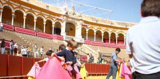 Escolares torean de salón hoy en la Maestranza.