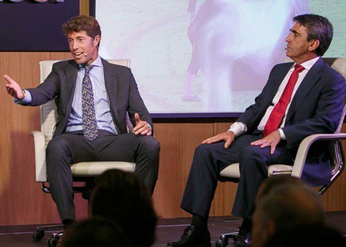 Manuel Escribano y Victorino Martín, durante el coloquio en Sevilla. (FOTO: Toromedia)
