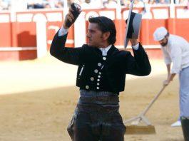 Diego Ventura, con la oreja ganada en Málaga.
