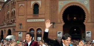 Diego Ventura, a hombros en Madrid.