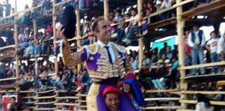 Salvador Cortés, a hombros.