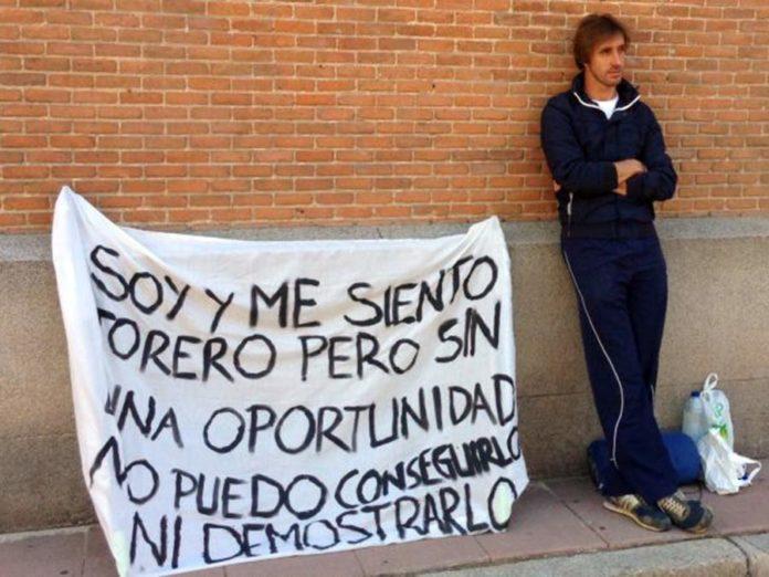 El novillero sevillano Javier Velázquez, en huelga de hambre en la plaza de Madrid.