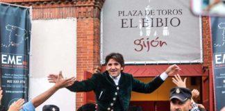 Diego Ventura, a hombros en Gijón.